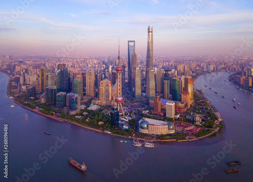 Foto auf AluDibond Shanghai Aerial view of skyscraper and high-rise office buildings in Shanghai Downtown with Huangpu River, China. Financial district and business centers in smart city in Asia at sunset.