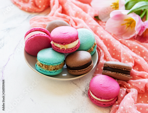 Fototapety, obrazy: Colorful macaroons and tulips