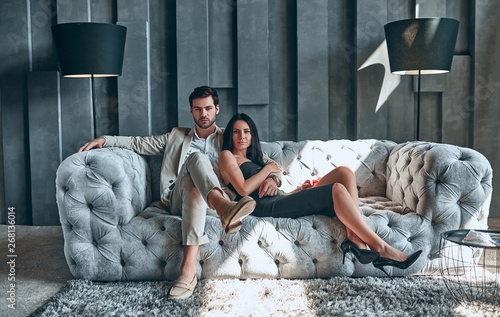 Photo  Stylish couple at home