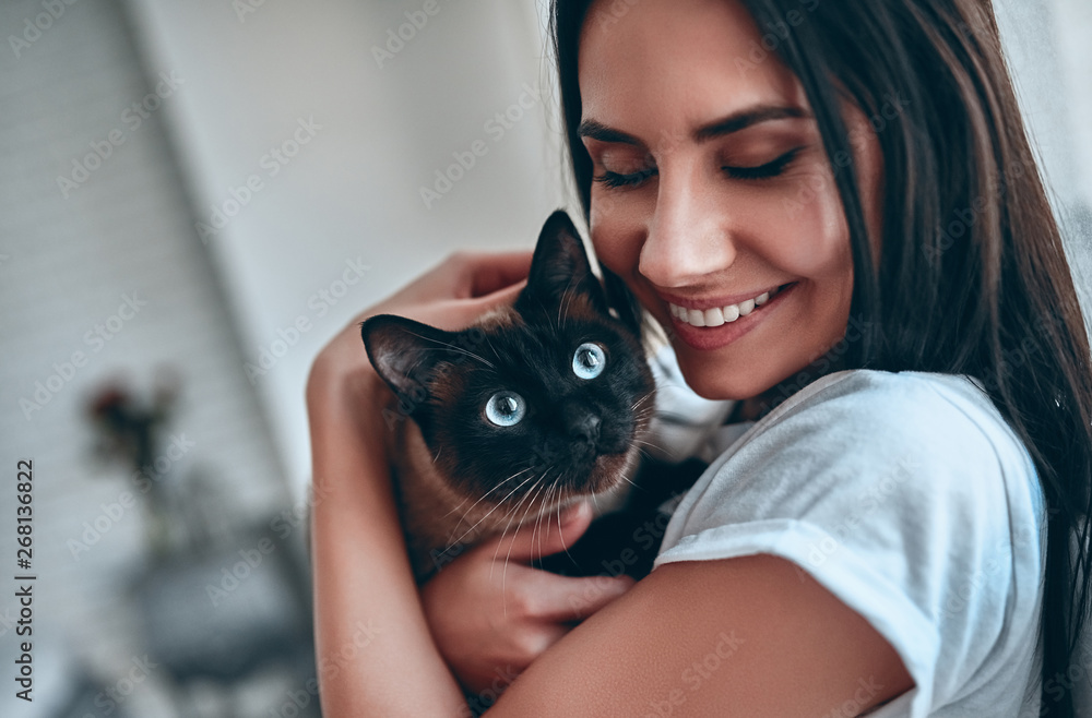 Fototapeta Woman at home with cat