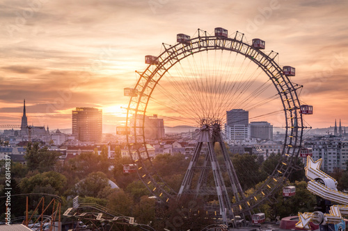 Foto  View over the Prater with the Ferris Wheel and Skyline, Vienna, Austria