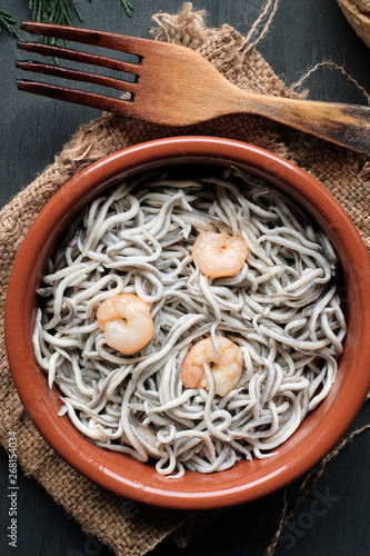 Cuadros en Lienzo Gulas with garlic and prawns