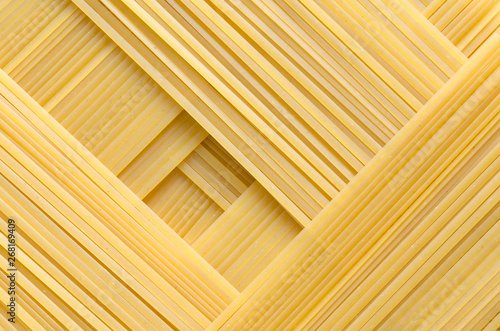 Fotomural Geometric pattern of pasta Bavette made from durum wheat.