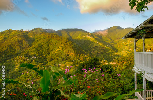Fotografie, Obraz House in the Blue Mountains at sunset, Jamaica