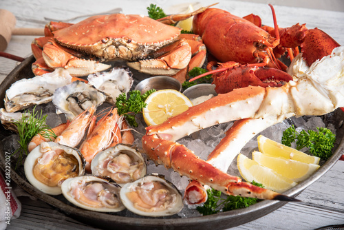 Photo gorgeous seafood platter image