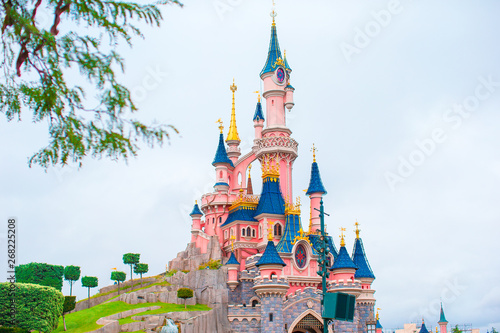Photo Wonderful magic princess castle at fairy-tale park