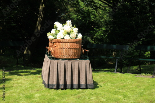 Photo a willow casket - contemporary style