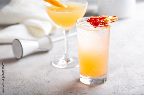 Canvas-taulu Variety of refreshing coctails with ice in glasses