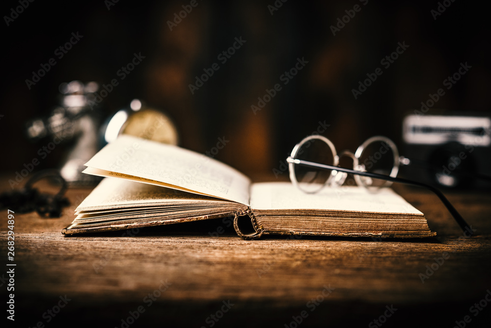 Fototapety, obrazy: antique book on the table