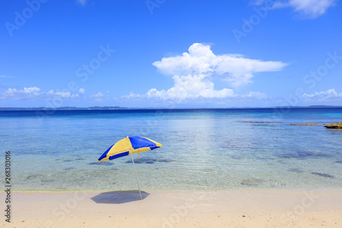 Fotografia  南国沖縄 パラソルのある風景