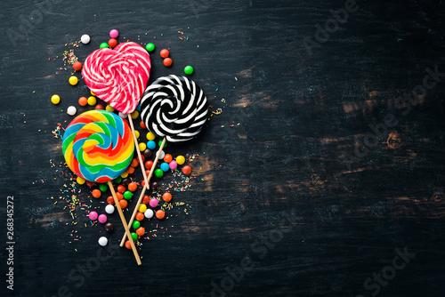 Caramel candies and lollipops Tableau sur Toile