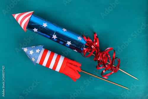 Obraz na plátne Diy 4th July petard toilet sleeve, paper, cardboard color American flag red blue