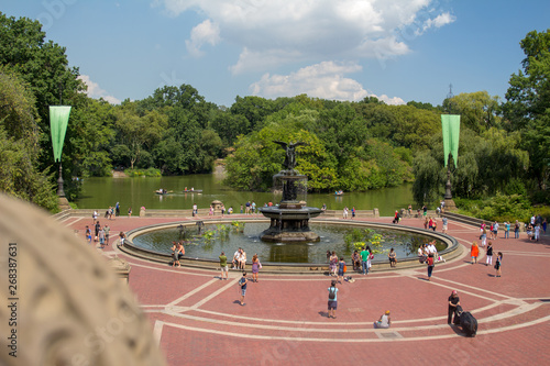 фотография New york central park fountain with people