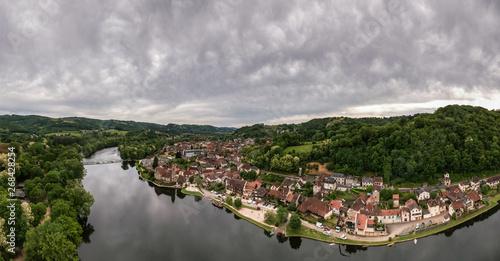 Fototapeta Beaulieu sur Dordogne (Corrèze - France) - Vue aérienne obraz na płótnie