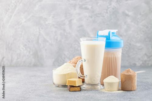 Carta da parati Protein shake bottle, powder and bars