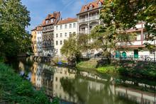Schöne Fassaden Am Fluss In B...