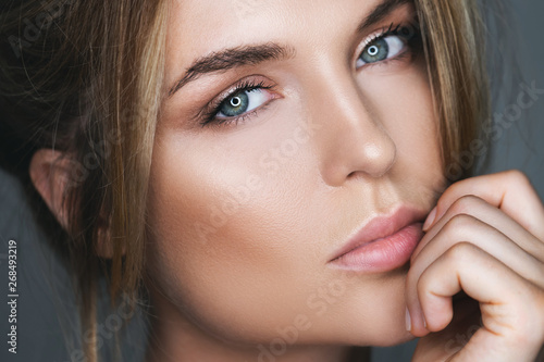 Fototapeta  Portrait of stunning woman with natural makeup
