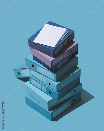 Fotografía  Isometric pile of ring binders and files