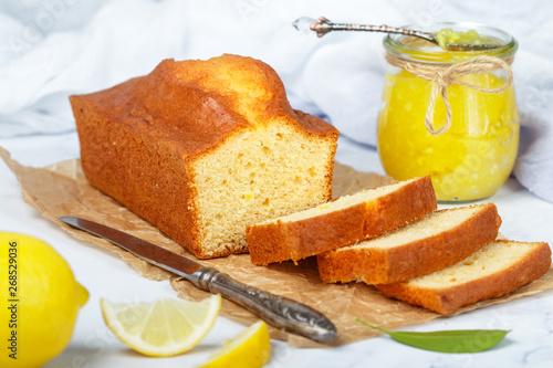 Homemade pound cake with lemon and jam Fototapet