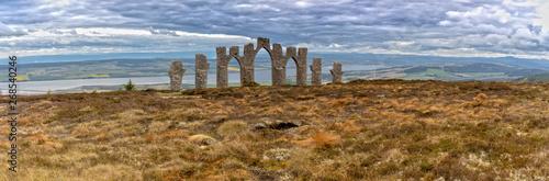 Carta da parati Panorama View over the Fyrish Monument