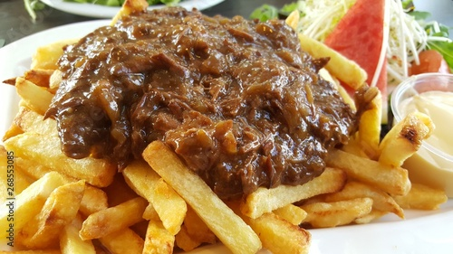 Photo  beef stew with french fries