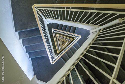 三角形の螺旋階段 Billede på lærred