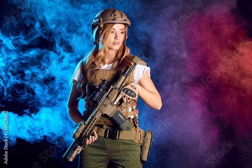 Photo  Woman in the army pros and cons