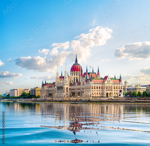 Photo  Parliament and Danube