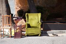 Mesa,silla,butacón Abandonado...