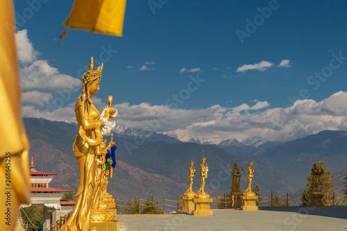 Photo Gilded Bodhisattva statue in Thimphu