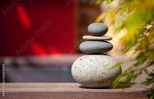 Empilement de galets pour ambiance zen et jardin Japonais ...