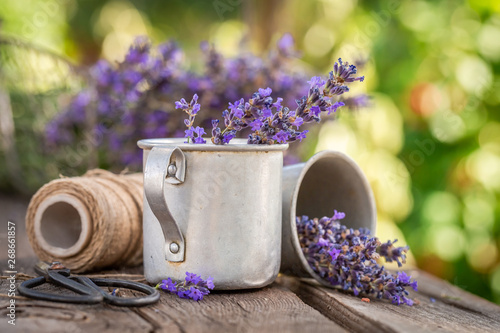 Foto auf Leinwand Texturen Aromatic and pleasant lavender in summer countryside