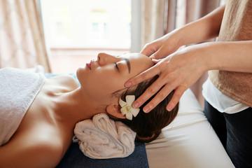 Obraz na płótnie Canvas Woman enjoying spa procedures