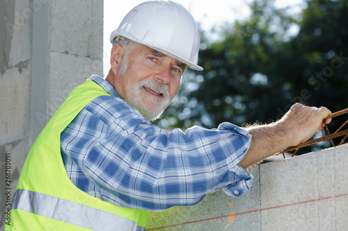 Photo  engineer builder at construction site