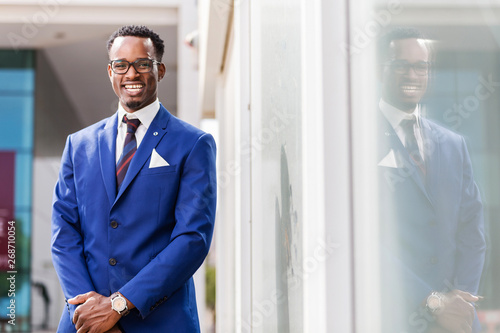 Fotografía  Outdoor standing portrait of a black African American business man