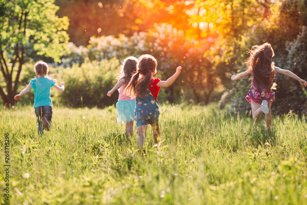 Fototapety, obrazy: Large group of kids, friends boys and girls running in the park on sunny summer day in casual clothes .