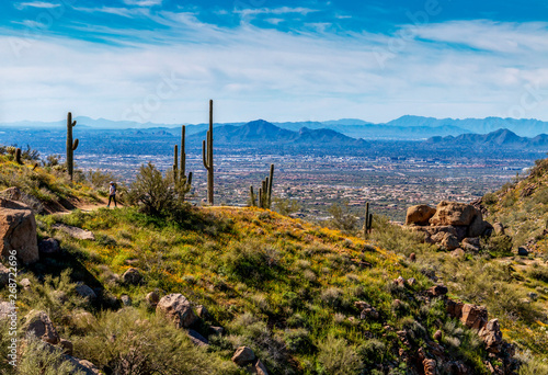 Papiers peints Arizona Hiker on Pinnacle Peak Desert Trail In Scottsdale