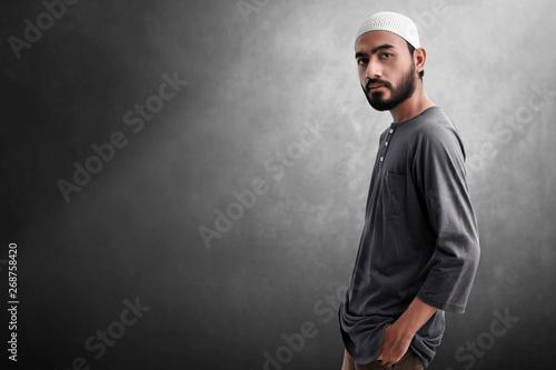 Leinwand Poster Portrait of asian muslim man