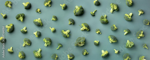 Photo  Creative layout of fresh broccoli on green paper background