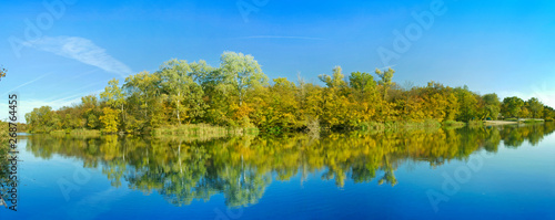Foto auf Gartenposter Fluss Panoramic view of the river to the island, Novomoskovsk Ukraine