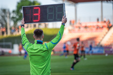 Technical Referee Shows 3 Minu...
