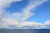 piękne błękitne niebo nad morzem, Norwegia