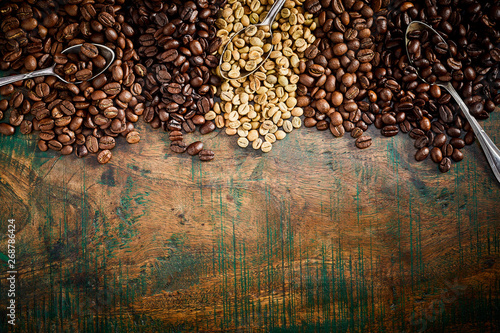 Vintage or rustic border of coffee beans on wood - 268786424