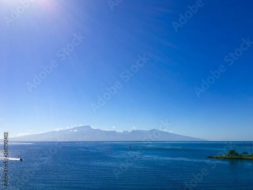 La pose en embrasure Bleu fonce Tahiti de Moorea