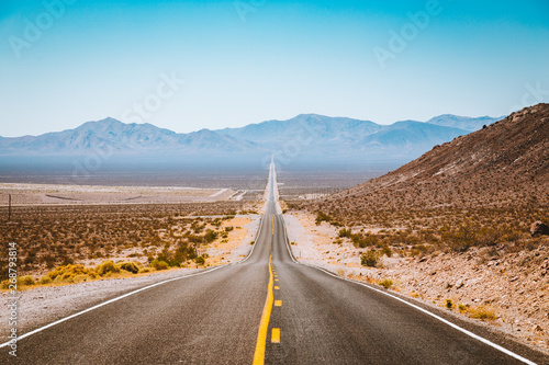 Spoed Fotobehang Route 66 Classic highway view in the American West