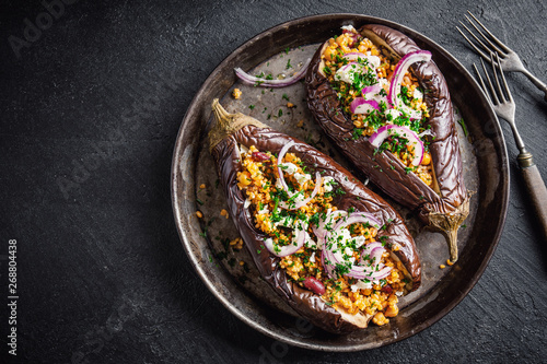 Photo Baked aubergine with bulgur and feta