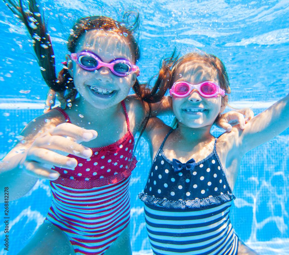 Fototapety, obrazy: Children swim in  pool