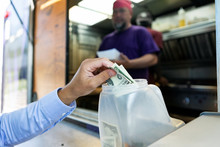 Food Truck: Businessman Puts S...