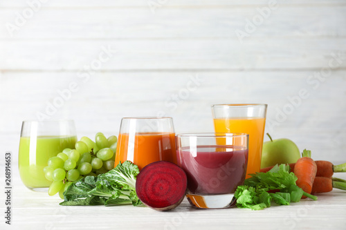 Foto auf Leinwand Texturen Glasses with different juices and fresh ingredients on table