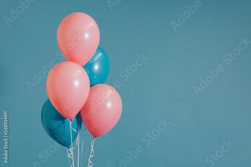 Valokuva  Pink and blue helium balloons